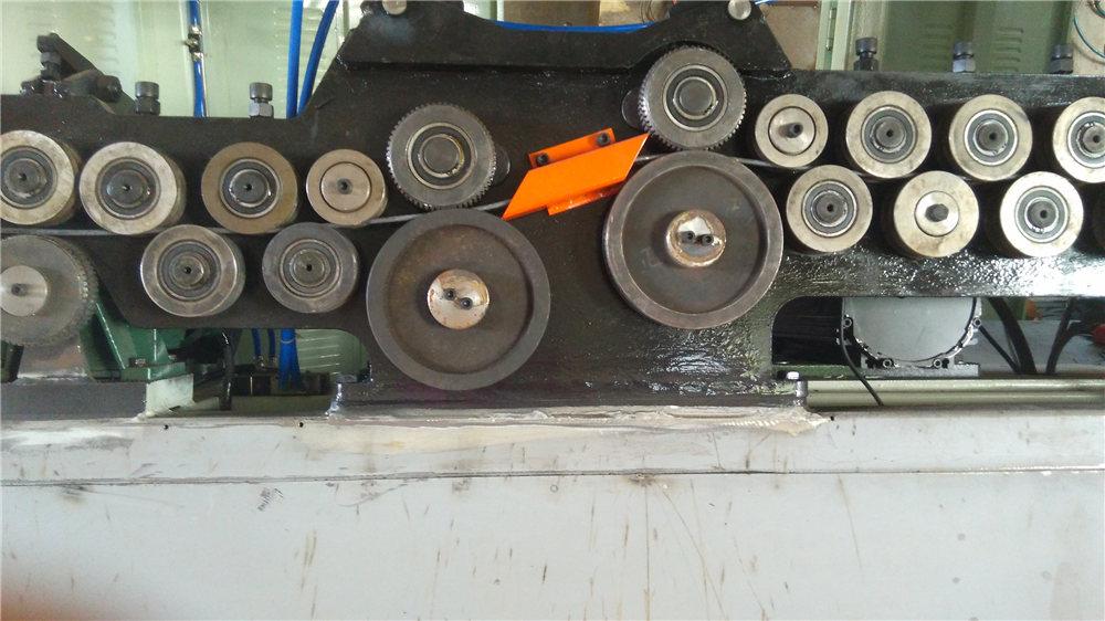 Máquina de dobrar estribo automática
