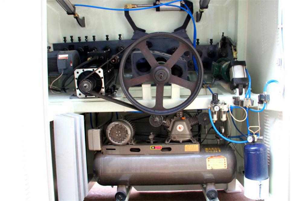 Máquina de dobra de arame CNC4
